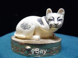 1982 Contented Cat Estee Lauder Solid Perfume Compact