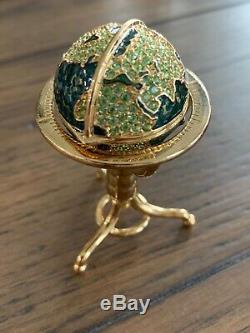 Estee Lauder 2001 Globe Parfum Compact Vide