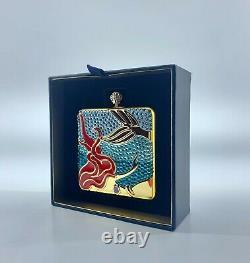 Estee Lauder X Disney Faire Un Compact Poudre Splash Par Monica Rich Kosan